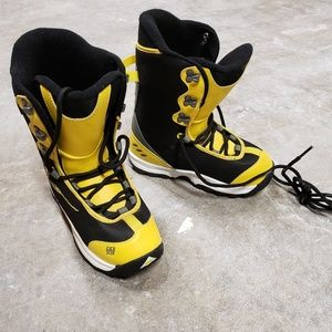 5150 Kids Snowboard Boots Size 5